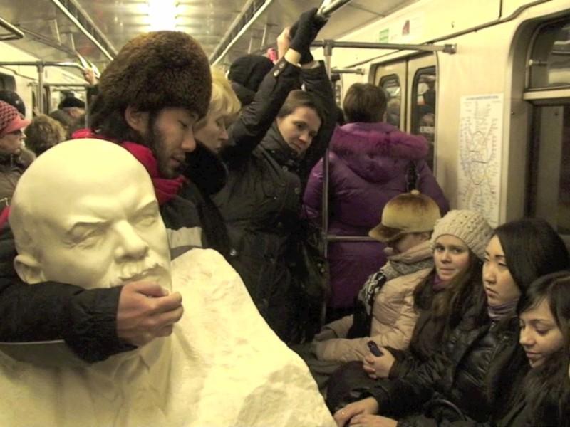 Yoshinori Niwa, Looking for Vladimir Lenin at Moscow apartments, 2012