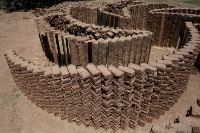 ELÍN HANSDÓTTIR, Mud Brick Spiral, 2012