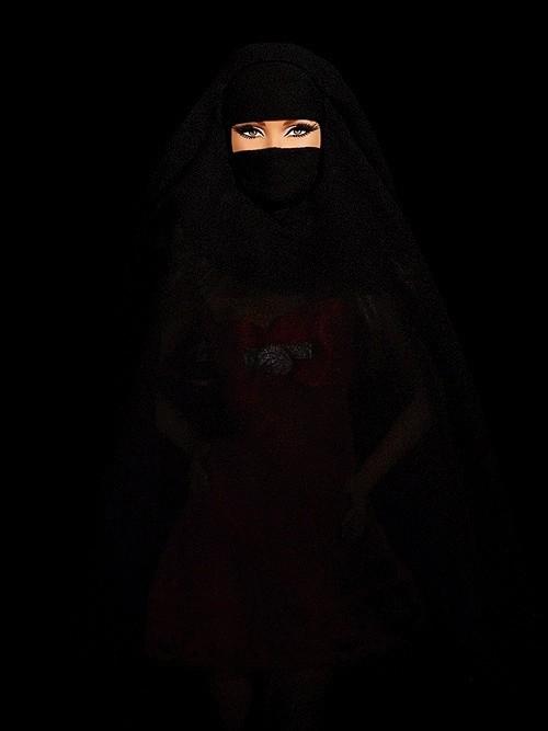 Cecile Plaisance, Burqua Red Dress, 2015