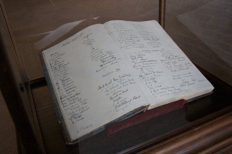 The Visitors Book (8-23 August 1914), 2009