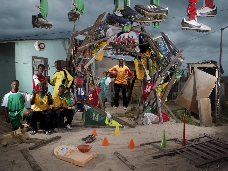 NICOLAS HENRY, PATRICK JAMPO, L'EQUIPE DE FOOTBALL ET LE CHIEN, 2010