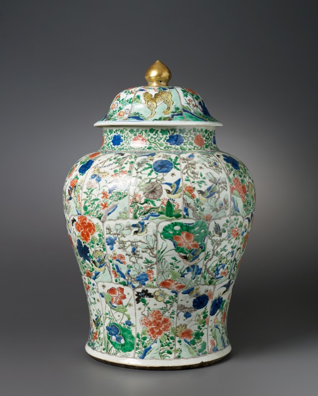 A Chinese vase and cover, Kangxgi period (1662 - 1722)