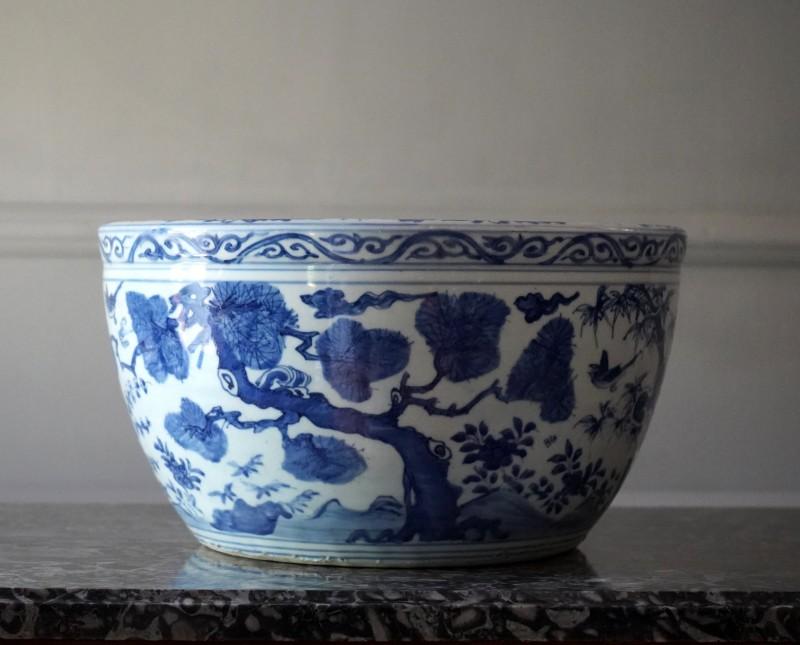 A large underglaze blue jardinière, Ming Dynasty, 16th Century