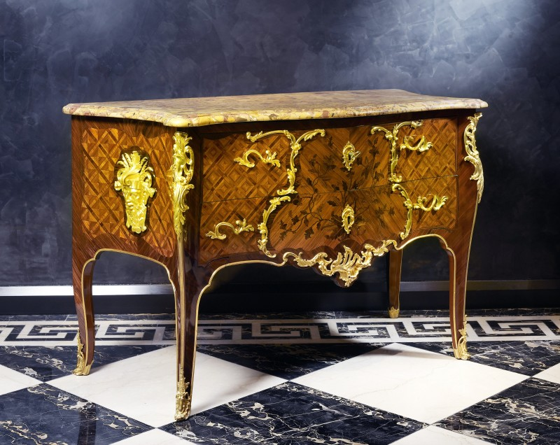 A Louis XV royal commode almost certainly made in conjunction by the royal ébéniste Antoine-Robert and his son François-Antoine Gaudreaus, Paris, date circa 1745