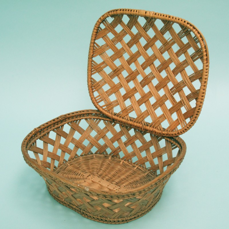 Charming vintage French woven basket.