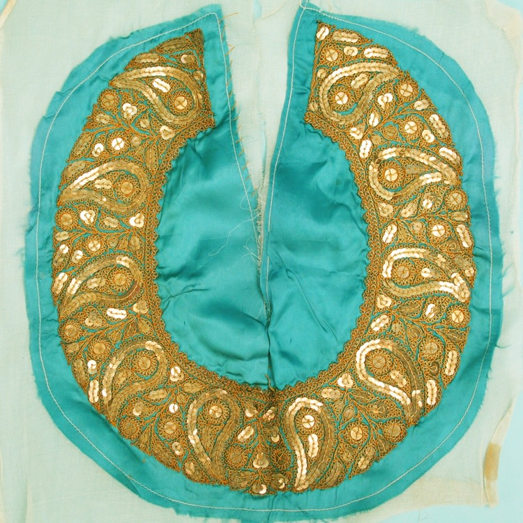 Vintage gold sequinned collar