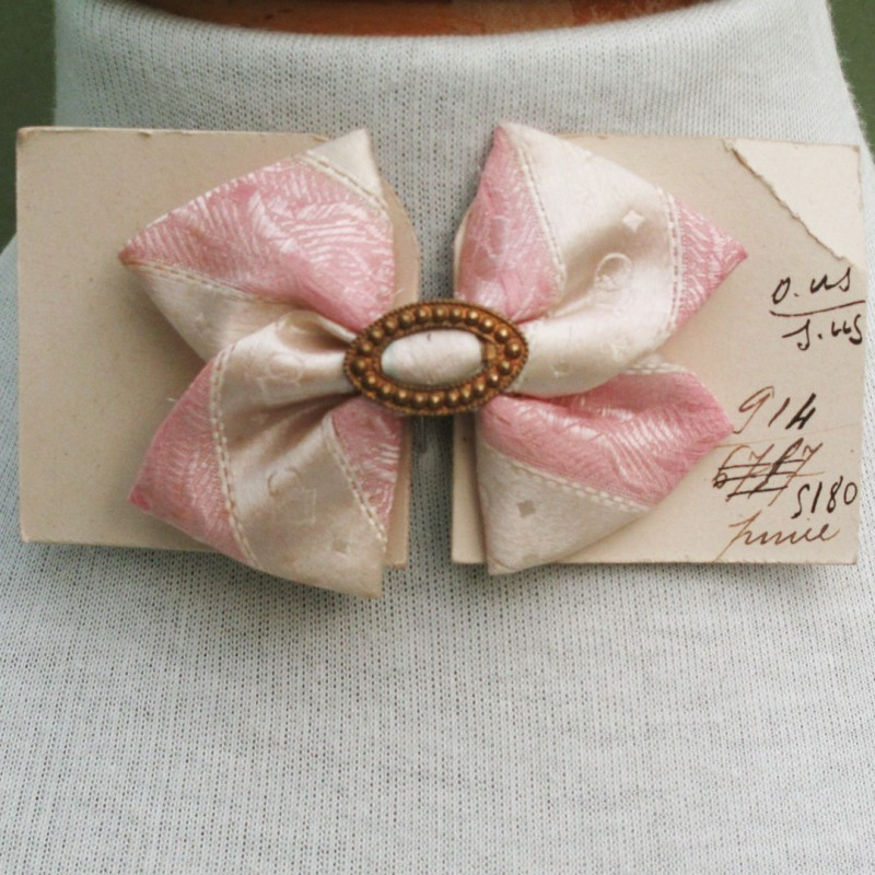 Very pretty lady's bow tie. Excellent condition Late 19th century