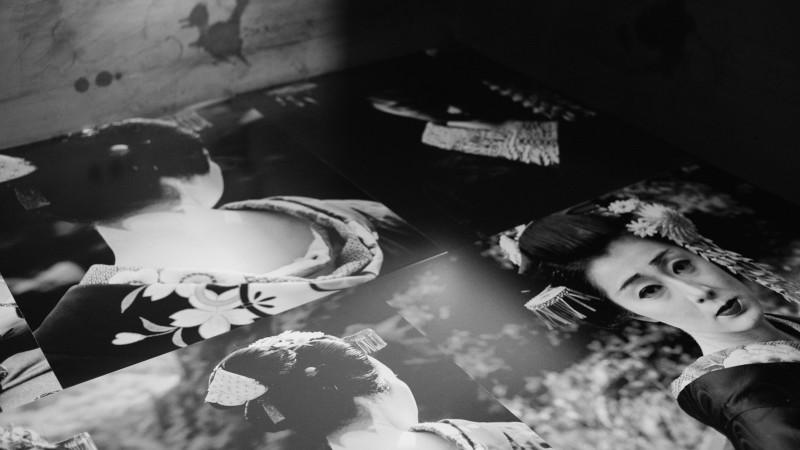 黄锐 Huang Rui, 艺伎 Geisha, 2001, 摄影装置 Photography Installation, 数字微喷 Inkjet Print,铝塑板 Aluminum Composite Panels 钢板 Steel