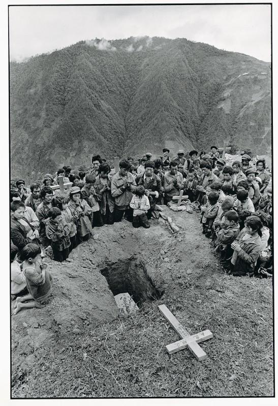吕楠 Lv Nan,一个孩子的葬礼 A Child's Burial,1993,云南 Yunnan,数字微喷 Inkjet Print,