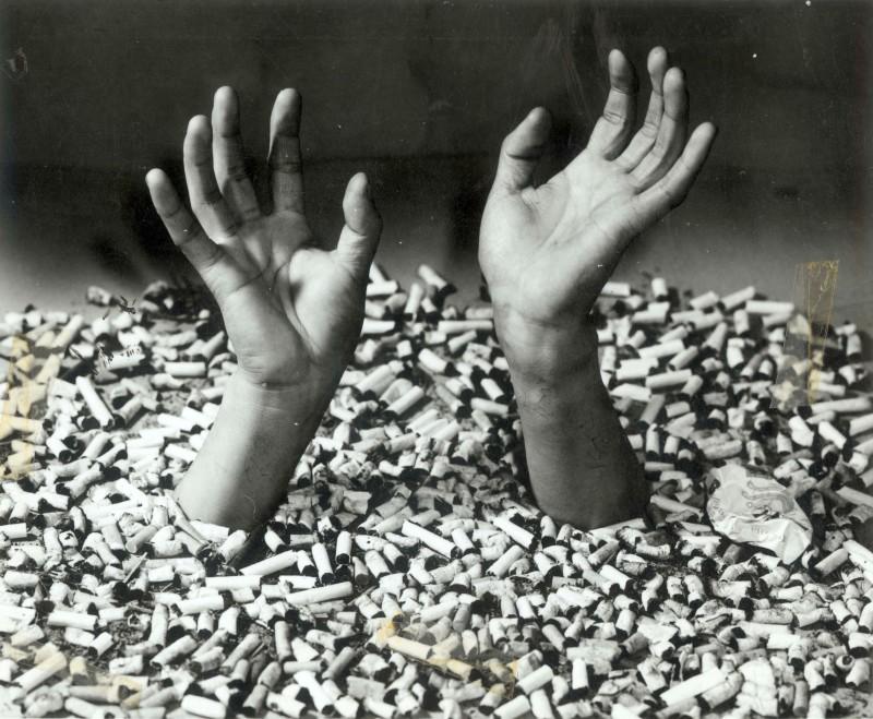 许涿 Xu Zhuo,SOS 救命 SOS, 1980, 明胶卤化银 Gelatin Silver Print,20×12cm