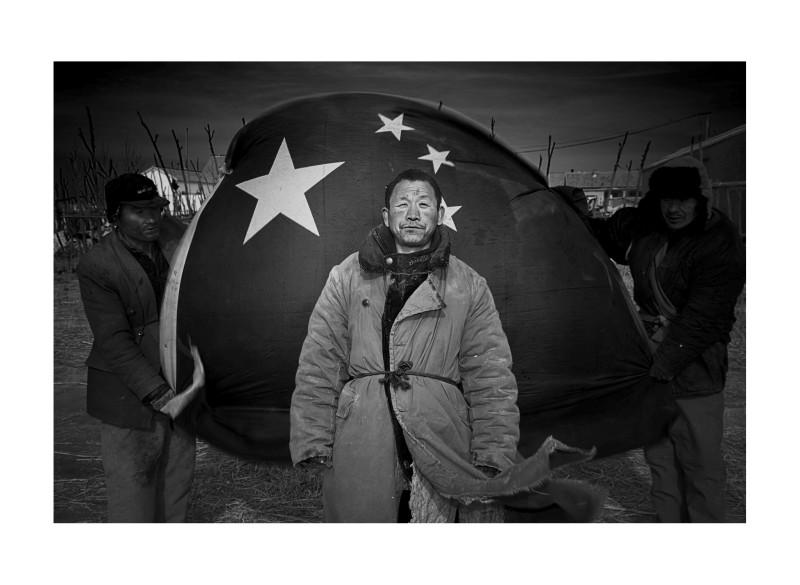 日越 《东营 爱心家园-流浪者与五星红旗》 Ri Yue Flag & Wanderes, House, Dong Ying 2008