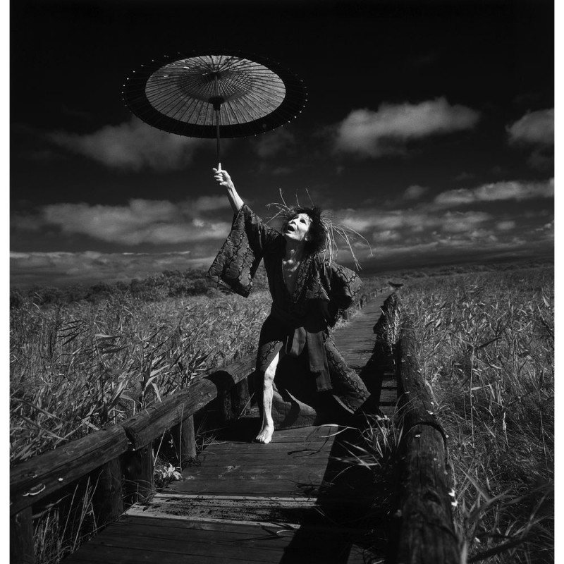 大野一雄,在钏路湿原起舞Ⅳ,Kazuo Ohno, Dancing in Kushiro Marsh Ⅳ ,1994,细江英公 Eikoh Hosoe