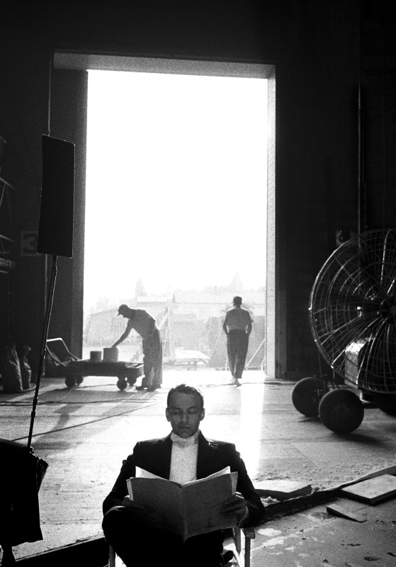 Bob Willoughby, FRANK SINATRA ON THE SET OF 'CAN CAN', 1959