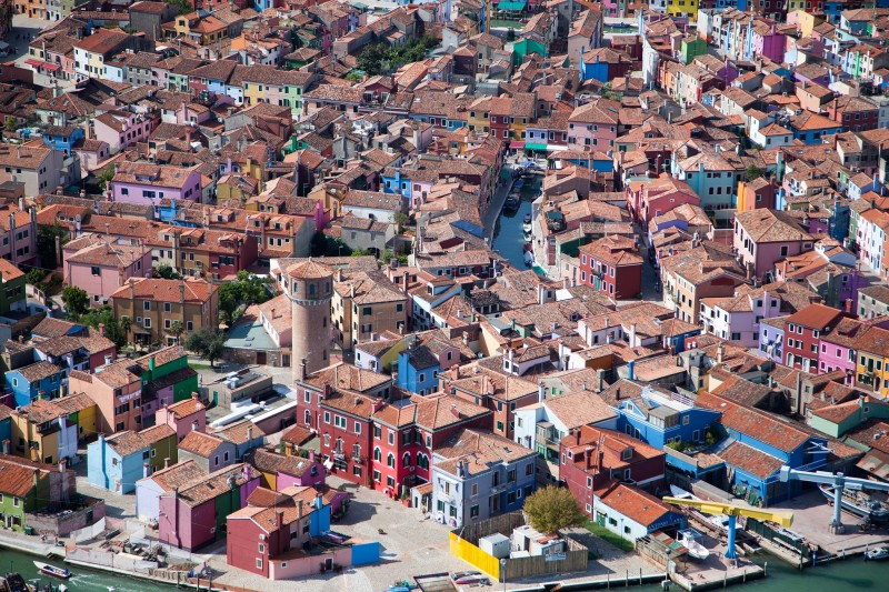 Alex Maclean, BRIGHTLY PAINTED HOUSES, BURANO, ITALY, 2010