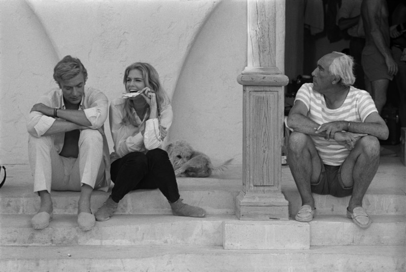Terry O'Neill, MICHAEL CAINE, CANDICE BERGEN AND ANTHONY QUINN ON THE SET OF 'THE MAGUS' , 1968