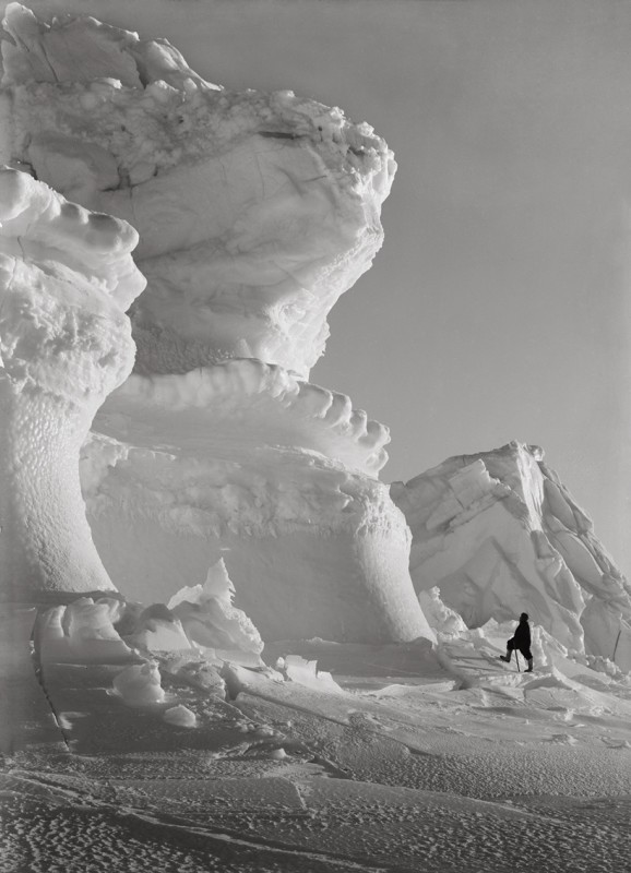 Herbert Ponting, THOMAS CLISSOLD AND THE HUGE ICE BASTIONS OF THE CASTLE BERG, SEPTEMBER 17 1911