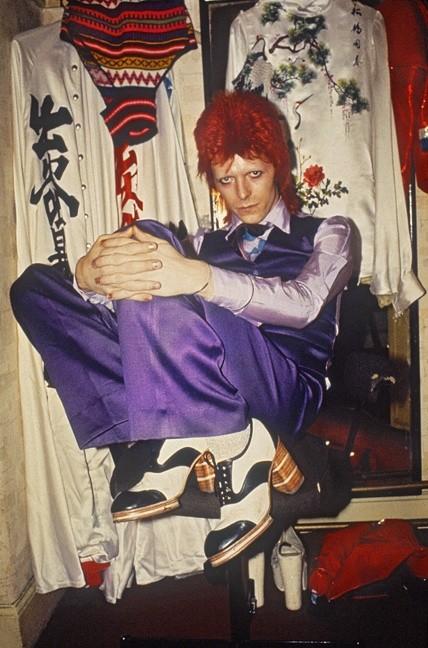Mick Rock, BOWIE BACKSTAGE, PURPLE TROUSERS, 1973