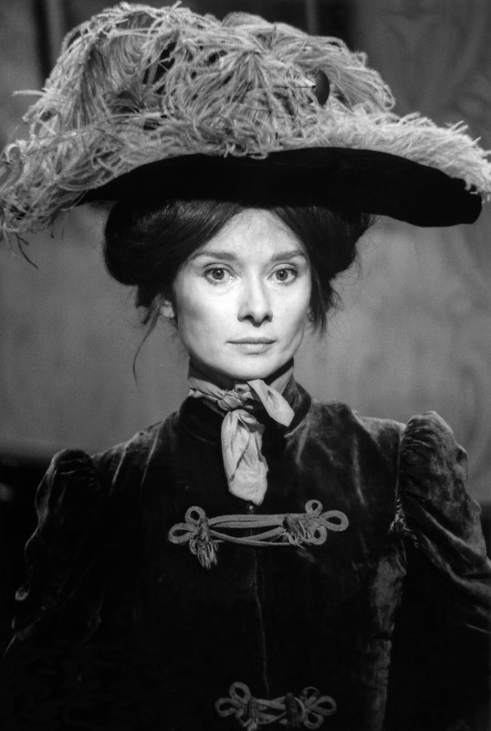 Bob Willoughby, AUDREY HEPBURN AS ELIZA DOOLITTLE ON THE SET OF 'MY FAIR LADY', 1963