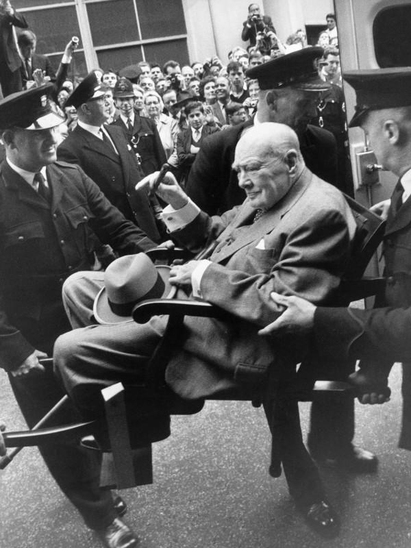 Terry O'Neill, SIR WINSTON CHURCHILL LEAVES HOSPITAL, LONDON, 21 AUGUST, 1962