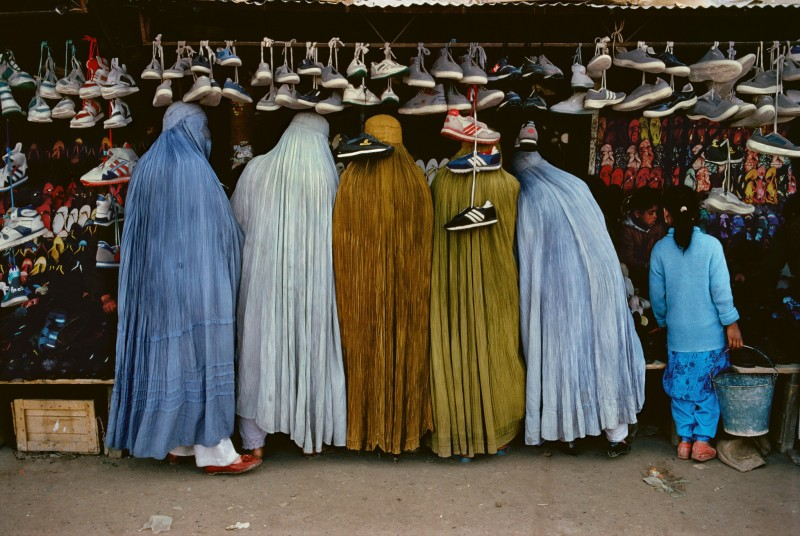 Steve McCurry, AFGHAN WOMEN AT SHOE STORE, KABUL, AFGHANISTAN, 1992