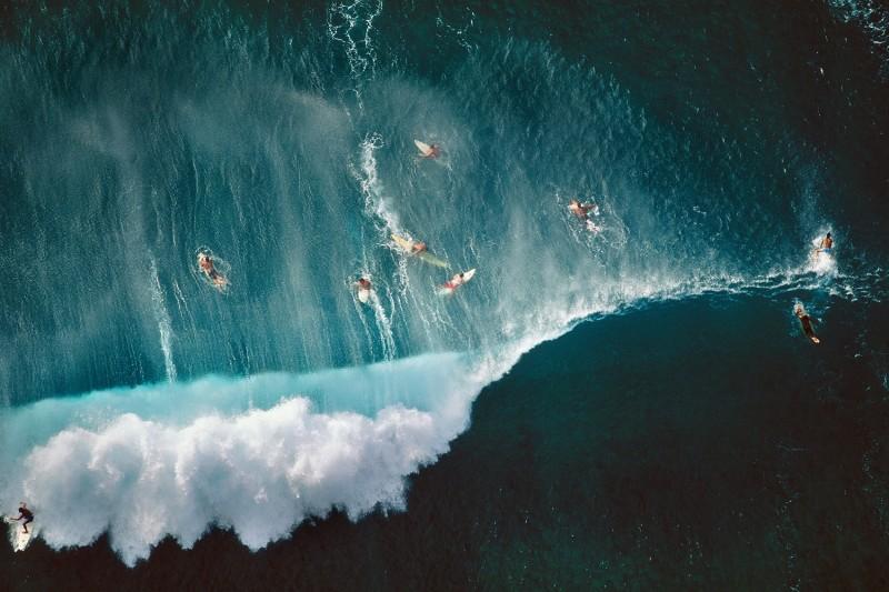 Alex Maclean, SURFERS BEHIND BREAKING WAVES AT SUNSET BEACH, OAHU, HAWAII, USA, 1998