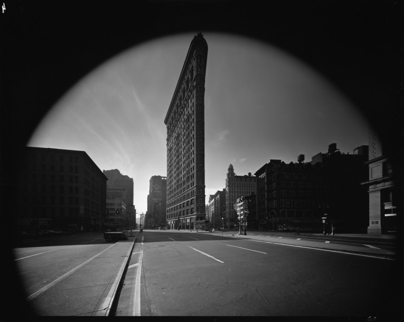 Elliott Erwitt, FLATIRON BUILDING, NEW YORK CITY, USA, 1969