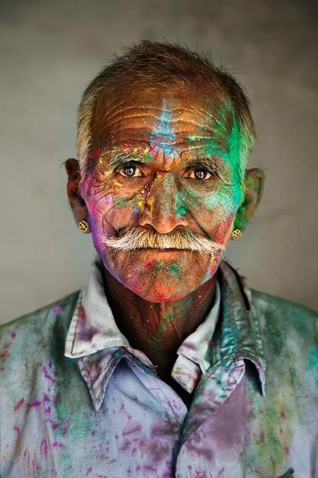 Steve McCurry, MAN COVERED IN POWDER, RAJASTHAN, INDIA, 2009