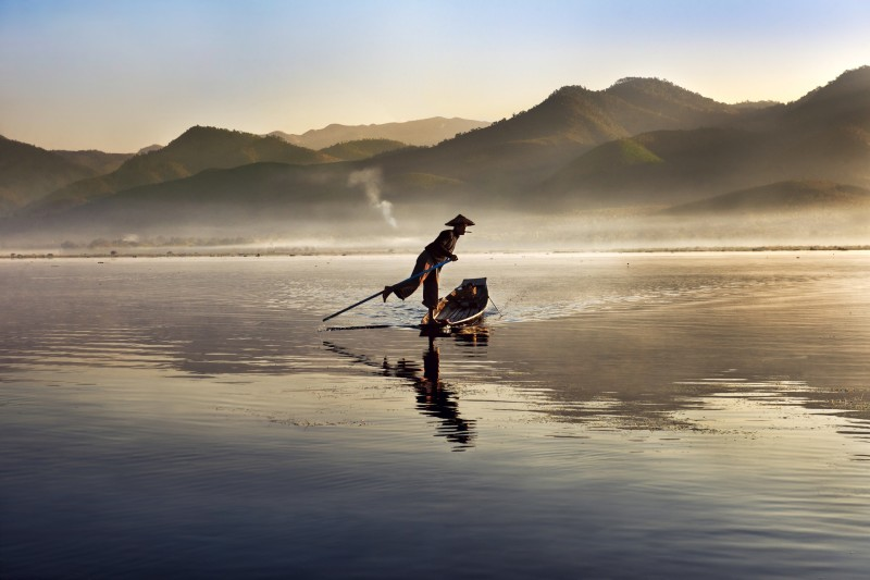 Steve McCurry, INTHA FISHERMAN, BURMA, 2011