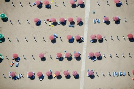 Alex Maclean, UP AND DOWN UMBRELLAS, LIDO SPINA, ITALY, 2007