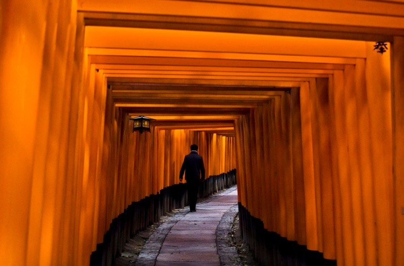 Steve McCurry, FUSHIMI INARI SHRINE, KYOTO, JAPAN, 2007