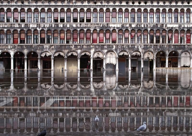 SARAH QUILL, PROCURATIE VECCHIE AT HIGH WATER, VENICE, 1996