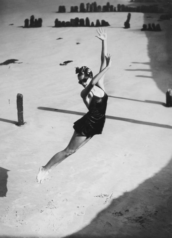 Norman Parkinson, JUMP, HARPER'S BAZAAR, 1939