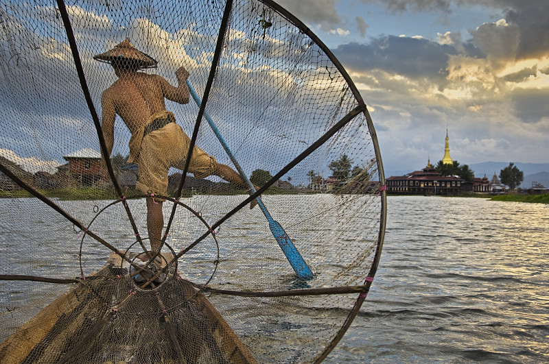 Steve McCurry, FISHERMAN ON INLE LAKE, BURMA, 2008