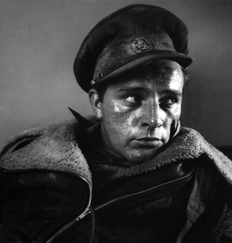 Bob Willoughby, RICHARD BURTON ON THE SET OF 'THE DESERT RATS', 1953
