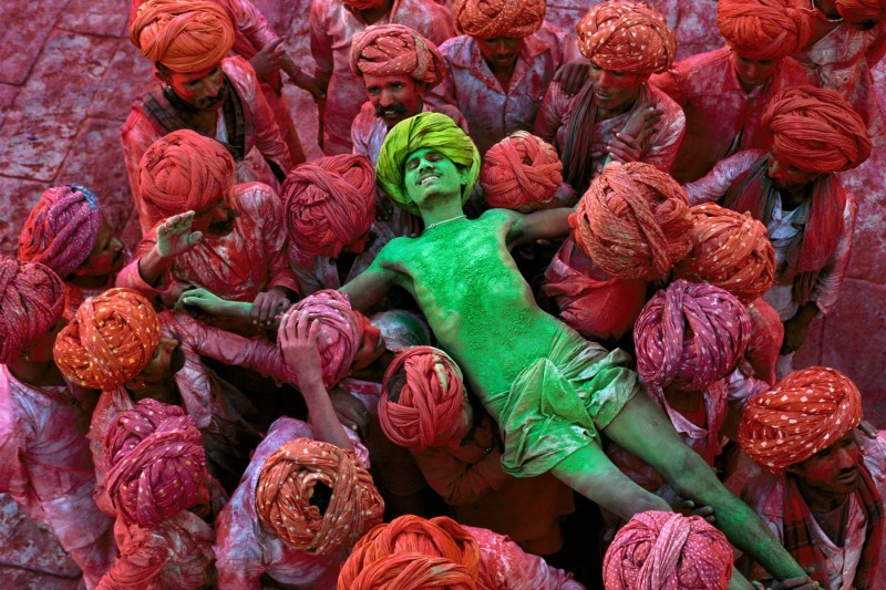Steve McCurry, HOLI FESTIVAL, RAJASTHAN, INDIA, 1996