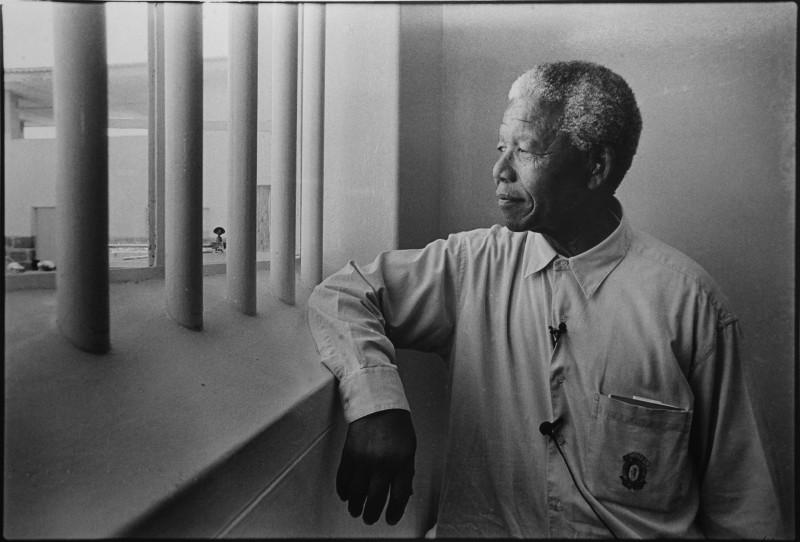 Jurgen Schadeberg, NELSON MANDELA IN HIS CELL ON ROBBEN ISLAND (REVISIT), 1994