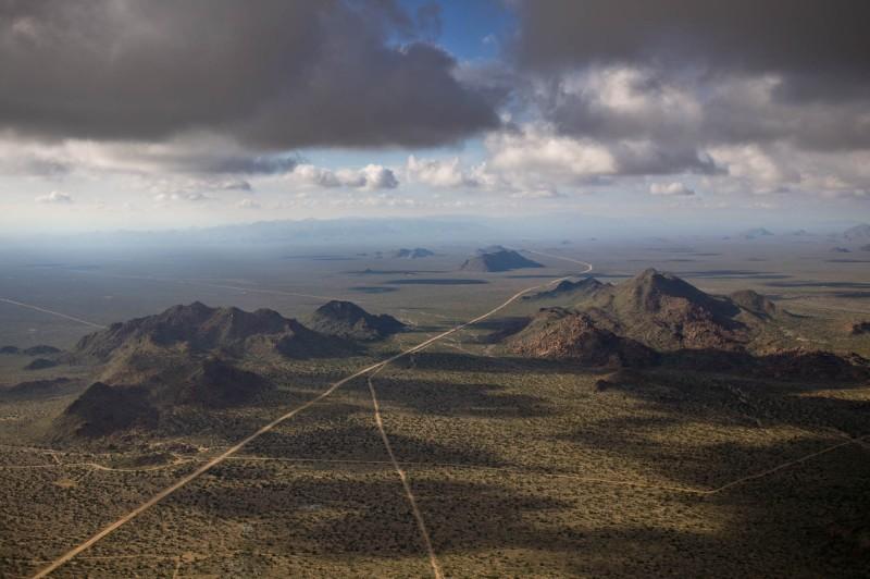 Alex Maclean, DESERT PASSAGE, MOHAVE COUNTY, ARIZONA, USA, 2005