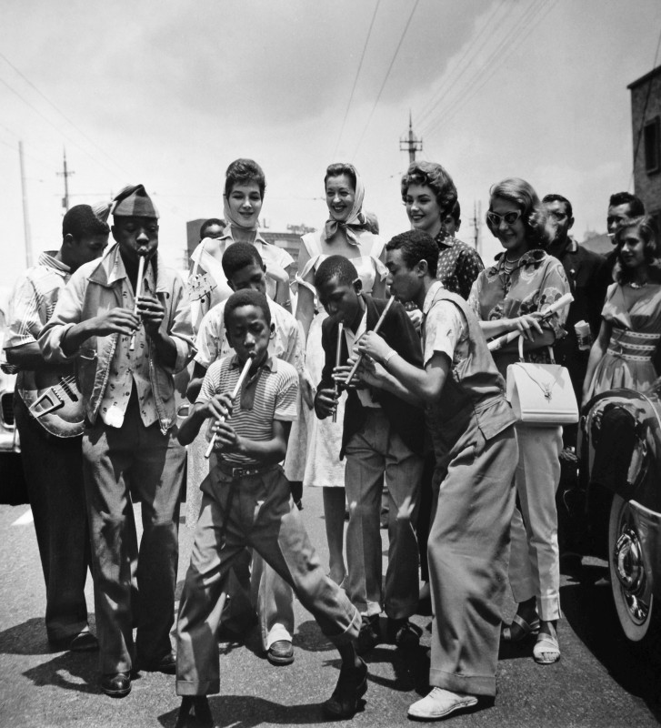 Jurgen Schadeberg, THE PENNYWHISTLERS WITH LEMMY 'SPECIAL' MABASO, JOHANNESBURG, 1953