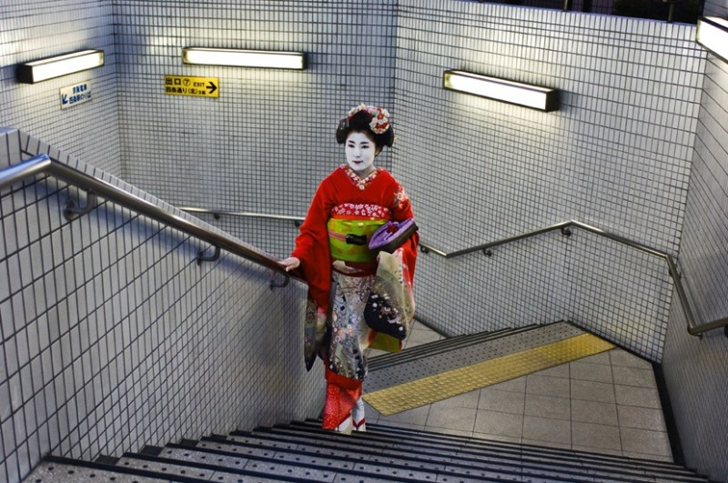 Steve McCurry, GEISHA IN SUBWAY, KYOTO, JAPAN, 2007
