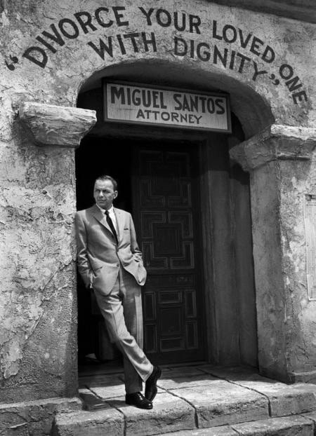 Bob Willoughby, FRANK SINATRA ON THE SET OF 'MARRIAGE N THE ROCKS', 1965