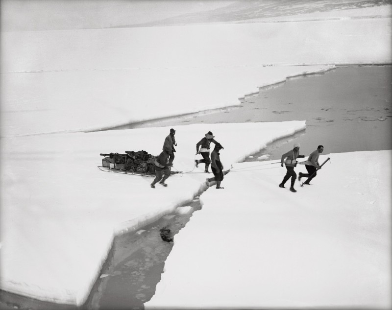 Herbert Ponting, WESTERN PARTY CROSSING THE ICE TO SHIP, MARCH 1912