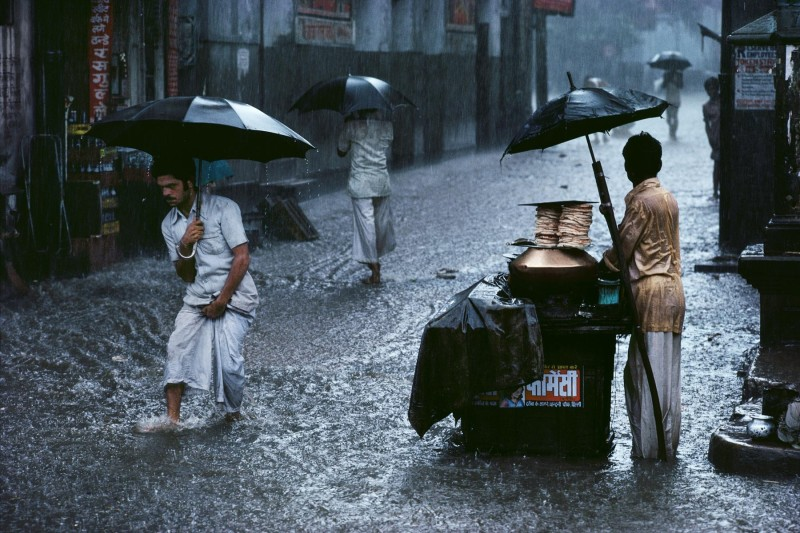 Steve McCurry, MONSOON, CHANDNI CHOWK, OLD DELHI, INDIA, 1983