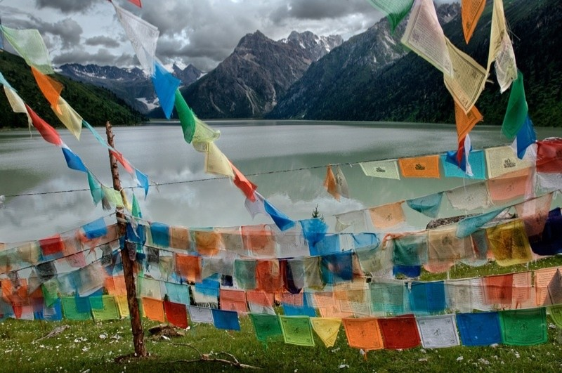 Steve McCurry, COLOURFUL PRAYER FLAGS, TIBET, 2005