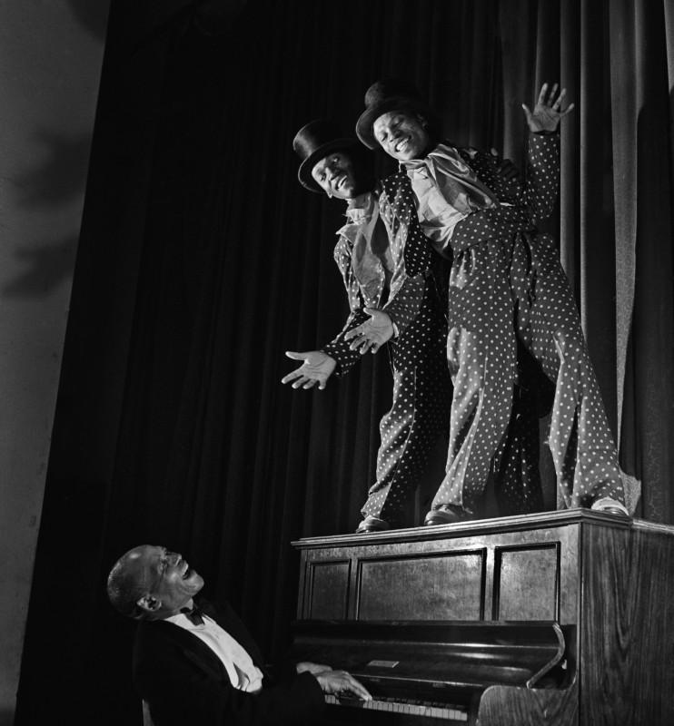 Jurgen Schadeberg, DANCE ON THE PIANO, 1951