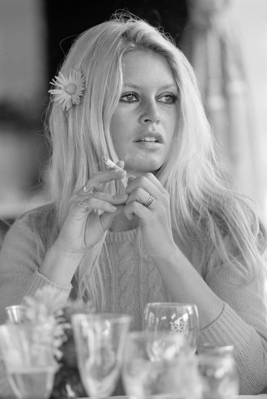 Terry O'Neill, BRIGITTE BARDOT ON THE SET OF 'SHALAKO', 1968