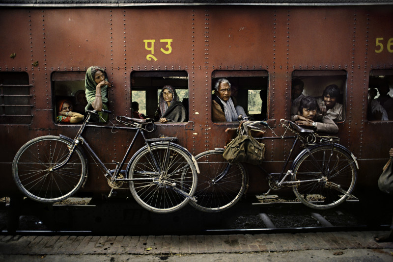 Steve McCurry, BICYLCES ON SIDE OF TRAIN, INDIA, 1983