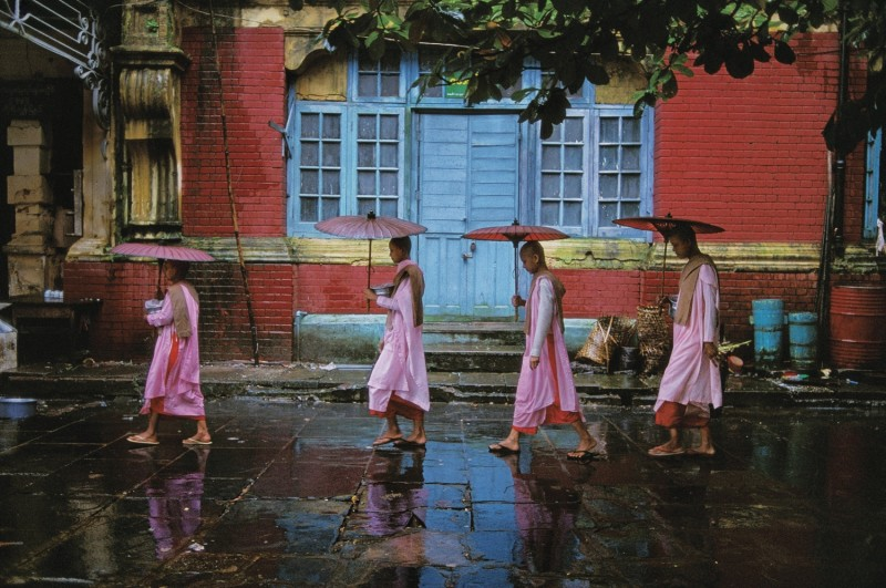 Steve McCurry, PROCESSION OF NUNS, RANGOON, BURMA, 1994