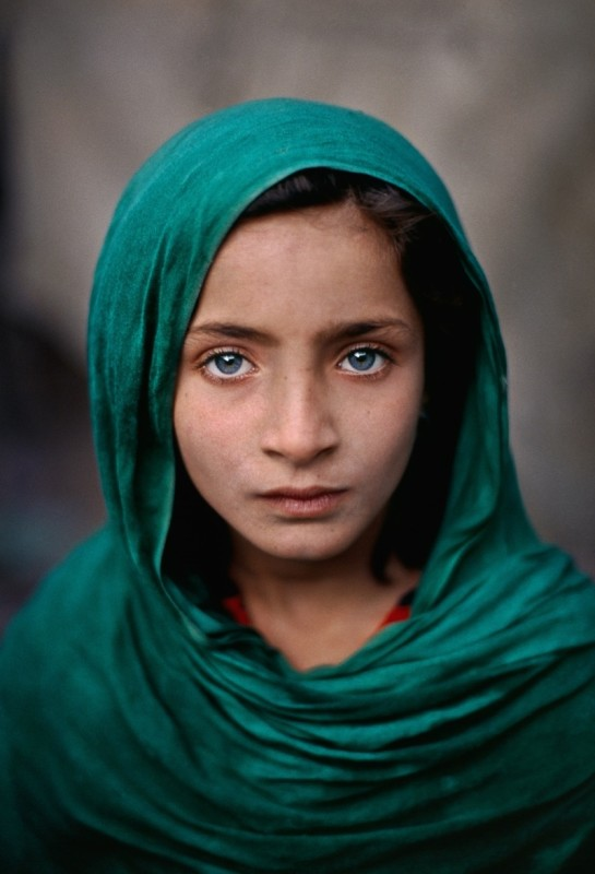 Steve McCurry, GIRL WITH GREEN SHAWL, PESHAWAR, PAKISTAN, 2002