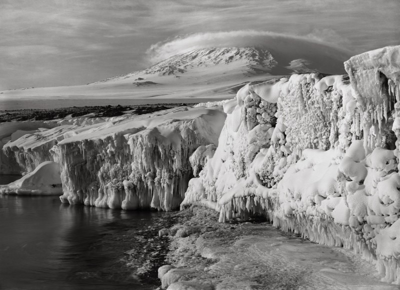 Herbert Ponting, EREBUS AND DOME CLOUD FROM WEST BEACH, TWO THIRTY PM, ICICLED FOREGROUND, MARCH 7, 1911