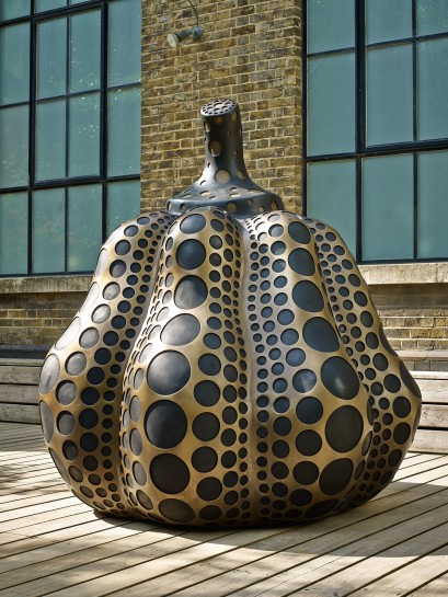 <p>Pumpkin (M), 2014<br /><em>Bronze,&#160;195 x 180 x 180 cm, 47 1/4 x 70 7/8 x 70 7/8 in</em><br /><br /></p>
